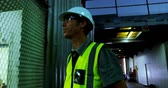 estaleiro : Attentive male engineer maintaining stocks in workshop 4k Stock Footage