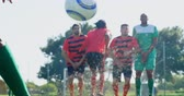 dureza : Football players practicing soccer in the field on a sunny day 4k