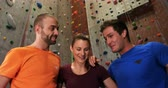 postroj : Men and woman putting their hands together at bouldering gym 4k Dostupné videozáznamy