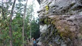 góral : Adventurers rock climbing on the cliff in forest 4k