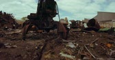 disposição : Drone shot of rusty crane in scrapyard 4k