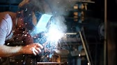 ferreiro : Close-up of blacksmith using a welding torch in workshop 4k Stock Footage