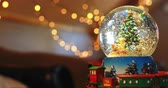 domicílio : Close-up of crystal ball toy during Christmas at home 4k