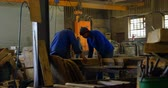 focalizada : Male worker arranging molds in workshop. Molds equipment in workshop 4k