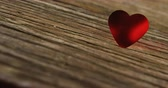 датировка : Red heart tuck in the wooden plank. Valentines day concept 4k Стоковые видеозаписи