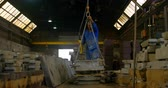 três quarto comprimento : Worker using overhead crane in foundry workshop. Metal molds carrying through overhead crane 4k