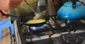 cocina de gas : Close-up of Caucasian man preparing pancakes in kitchen at home. 4k