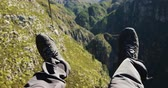 postroj : Front view of legs of a man zip lining on a sunny day in the mountains, slow motion. Adventure Vacation in South Africa Dostupné videozáznamy