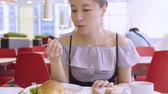 smartfon : Business Woman Using Smart Phone At Breakfast Time