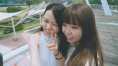 telefone inteligente : Young Asian Girls Smiling For The Camera Stock Footage