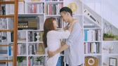 pokoj dzienny : Asian Couple Dancing In The Living Room