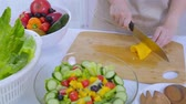 фартук : Making A Healthy Salad For Lunch
