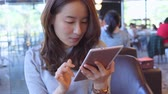 eficiente : Asian Business Woman using digital tablet