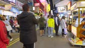 calçada : Kaohsiung, Taiwan - January 10: People Visit Raohe Night Market On January 10