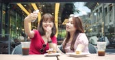 chinesisch essen : Happy Female Friends Sitting And Chatting In Restaurant Stock Footage