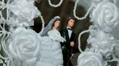 cohesion : Wedding Cake with bridal couple figures