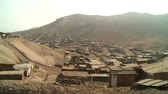 Латинской Америки : video footage of slums in the desert at the north of Lima, Peru, South America