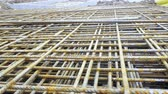 takviye edilmiş : Metal roxters, reinforcement in reinforced concrete ceilings. Building material, background texture. Kari nets, roxor, concrete steel, metallurgical material