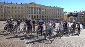 életmód : HELSINKI, FINLAND - AUGUST 31, 2016: A large group of German tourists goes to bike ride around Helsinki.