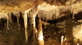su damlası : Stalactite stalagmite cave in Mallorca, Spain Stok Video