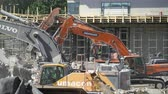 carregador : ESPOO, FINLAND - JUNE 04, 2018: Heavy construction machinery working on the construction of a new residential area.