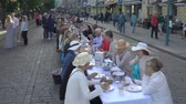 helsinki : ESPOO, FINLAND - JUNE 12, 2018: A lot of people eating and drinking at the same table. Traditional common table for everyone in honor of the Day of the City in the center of Helsinki. Stock Footage