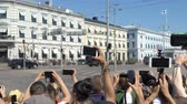 protester : HELSINKI, FINLAND - JULY 16, 2018: A lot of people filming the motorcade Donald Trump on the streets of the city using smartphones. Meeting trump and Putin in Helsinki. Stock Footage