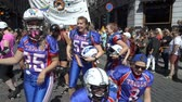 homo : OSLO, NORWAY - JUNE 30, 2018: The womens American football team is on the equality March. The Pride Parade, the highlight of Oslo Pride Week, is a huge, vibrant parade filling the city streets. Slow motion