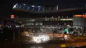 Denver Mile High Stadium, Colorado, USA. Stadion und der Interstate I-25 Autobahn. Stock Footage