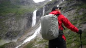 배낭 여행 : Outdoor Lifestyle Theme. Caucasian Men on the Glacial Trailhead in the Norway. 무비클립