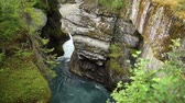 геология : Scenic River Gorge in Southwestern Norway Стоковые видеозаписи