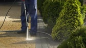 lavagem : Slow Motion Footage of Driveway Pressure Wash. Cleaning Bricks Road and Garden Paths. Vídeos