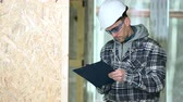On Site Supervisor Checks Finished Projects To Provide Feedback To Construction Crew. Stockvideo