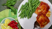 перец чили : Vegetarian Cheese Ravioli With Green Beans