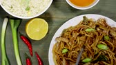 take away : Huhn Chow Mein Ei Gebratener Reis Stock Footage