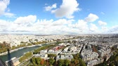 на крыше : Panoramic View of Paris from Tour Eiffel Стоковые видеозаписи