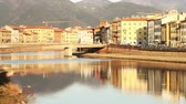 foco seletivo : Pisa and Arno River