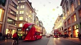 novembro : LONDON, UK - NOVEMBER 23, 2015: Oxford street with Christmas lights and traffic. It is one of the busiest street of the capital city of England, and during Christmas time it becomes magic and fairy. Stock Footage