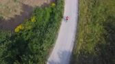 caminho : Man cycling with mountain bike on countryside road. Aerial view of a rider training or just having fun, practicing this outdoor sport. Healthy lifestyle is also a key concept