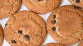 aveia : Oat cookies with chocolate pieces rotating close-up