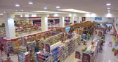 kâtip : Supermarket hall, top view. Customers shopping in supermarket. Supermarket big shopping room. People walk around the shop, look for and choose products and goods