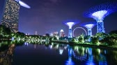 Singapore. October 30, 2017: Night timelapse footage of Singapore flyer with Supertree Grove and Marina Bay Sands Hotel from Gardens By The Bay. Shot in 4k resolution Vidéos Libres De Droits