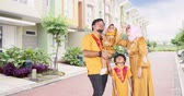 propriedade : Happy muslim family standing near the new residential houses while looking upward, shot in 4k resolution during ramadan kareem