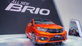 innovatief : Tangerang, Indonesië - 08 augustus 2018: Nieuwe Honda Brio RS-auto getoond in Gaikindo Indonesia International Auto Show. Geschoten in 4k resolutie