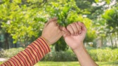 przyjaźń : Two women hands making a pinkie promise symbol at the park. Shot in 4k resolution Wideo