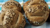 kmín : Bread rolls sprinkled with salt and caraway