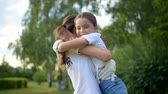 voluntário : Adorable girl rushing into arms of female volunteer