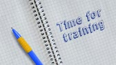 manuscrita : Text Time for training handwritten on sheet of notebook and animated. Stock Footage