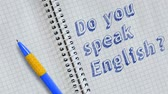 memorando : Do you speak English? Text handwritten on sheet of notebook and animated.
