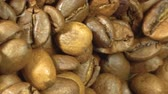 makro : Seeds of coffee fall. Coffee beans. Coffee beans. quality of grain roasted coffee to spill in the bag , slow motion Wideo